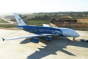 Airbus - A380 HiFly Korallenriff-Lackierung rechts (HiFly) (jpg)