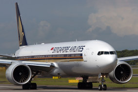 777-300ER Singapore Airlines rollend