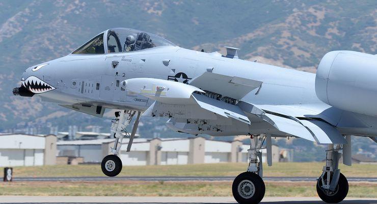 Die letzte mit einem neuen Flügel ausgerüstete A-10 Thunderbolt II auf der Hill AFB