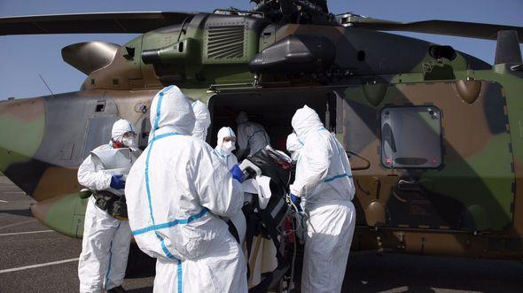 Die Armée de Terre nutzt Caimans (NH90) für die Verlegung von Covid-19-Patienten.